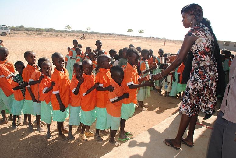 Natalia Martínez regala vida a 25 niños en África el día de su Primera Comunión