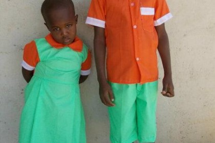 los uniformes más alegres de Turkana