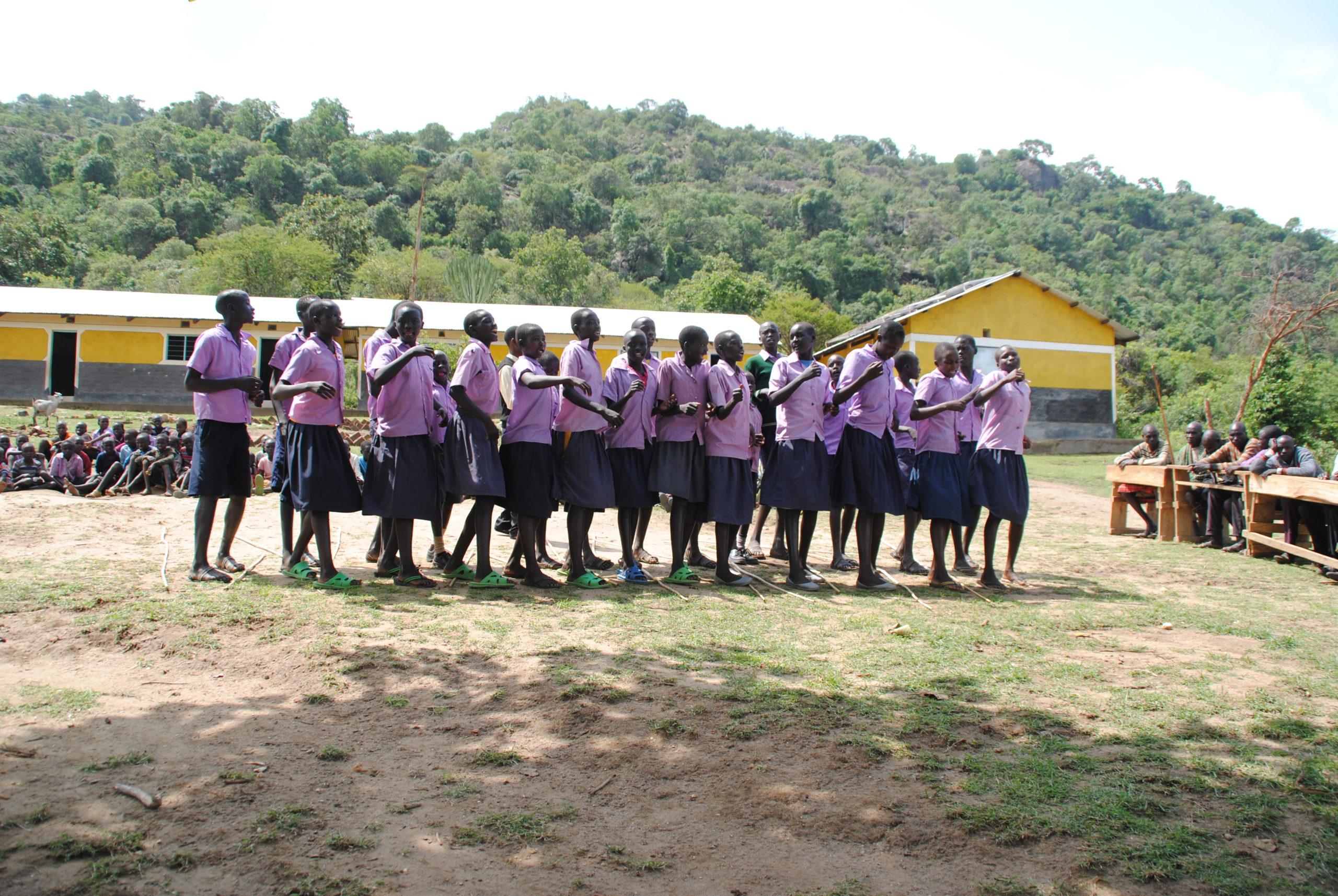 abren los últimos curso de las etapas escolares en Kenia