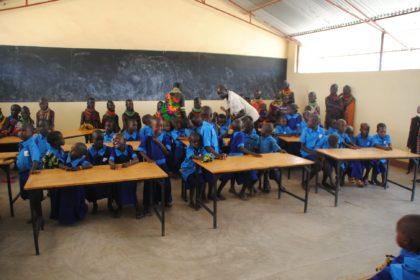 abre la educación en Kenia